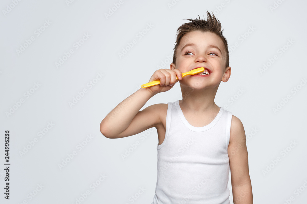 Fototapety, obrazy: Adorable kid brushing teeth