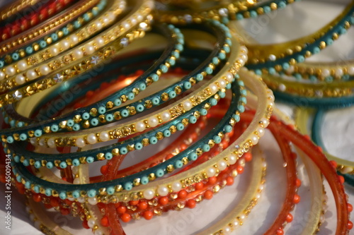 Photo Colorful traditional Indian bangles