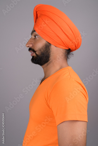 Obraz na płótnie Indian Sikh man wearing turban and orange shirt