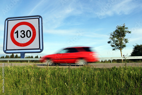 Fotografía Geschwindigkeitsbeschränkung auf Deutschlands Straßen
