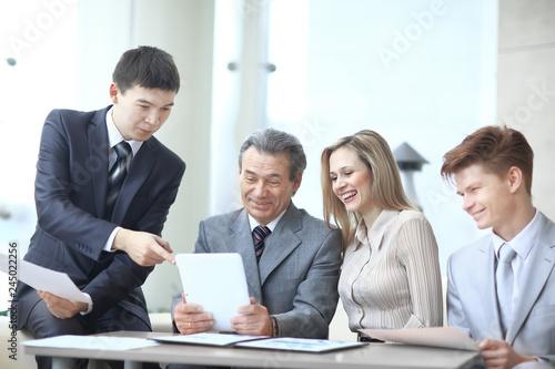 Fototapeta project Manager and business team use a digital tablet to obtain operational information obraz na płótnie