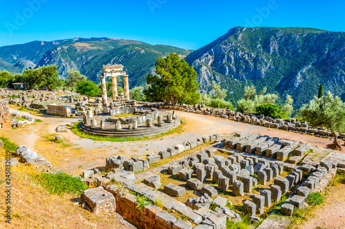 Photo Ruins of temple of Athena Pronaia at Delphi, Greece