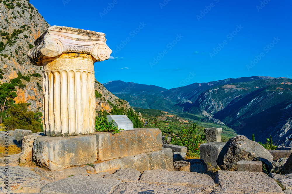 Fototapeta an old column situated at the ancient Delphi site in Greece