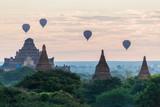 Balony nad Bagan i panoramą świątyń Myanmaru. Świątynia Dhammayangyi. - 245042896