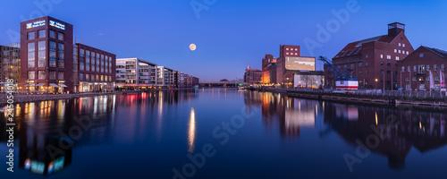 Obraz Innenhafen Duisburg - fototapety do salonu