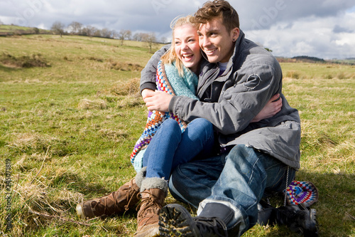 Fotografia  Loving young couple hugging on autumn walk in countryside