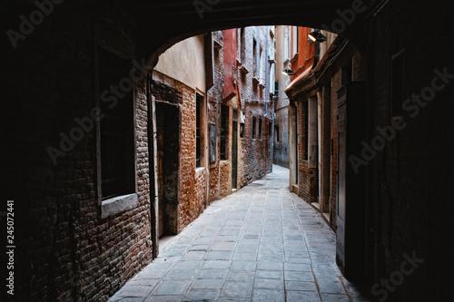 Fényképezés Narrow Alleyway in Venice