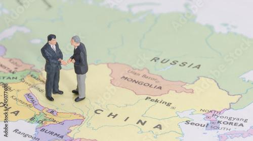 Photo  Miniature two businessman shakehand on china map
