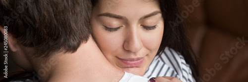 Fotografia  Close up woman face wife closed eyes embracing beloved husband, show love feels relieved