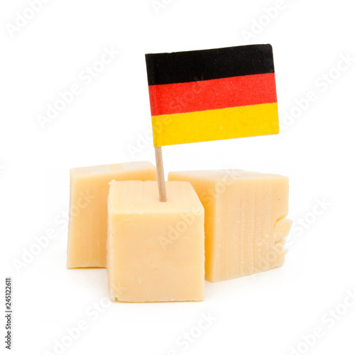 Spoed Fotobehang Voorgerecht Cubes de fromage avec drapeau de l'Allemagne