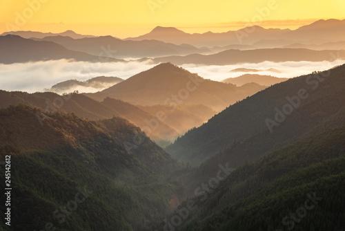 widok-z-przeleczy-mitsukoshi-wczesnym-rankiem