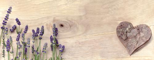 Lavendel mit Herz, Dekoration, Panorama, zum Beschreiben