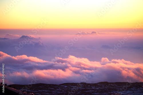 Canvas Print Blick vom Mauna Kea Vulkan auf Rosa Wolken Himmel auf Big Island, Hawaii
