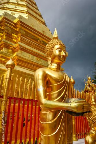 Deurstickers Asia land Golden buddha, Wat Doi Suthep, Chiang Mai, Thailand