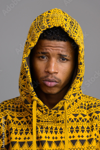 Fotografía  Face of young handsome African man looking at camera