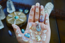 Hipster Healing Crystal Display, Bright Shiny Gems And Stones. Witchy Crystal Healing And Meditation. Sacred Space, Wiccan Alter. Clear Quartz, Aquaaura, Rainbow Aura Quartz.
