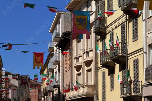 palazzi storici con bandiere del palio ad asti in italia Wallpaper Mural