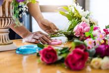 Arranging Artificial Flowers V...