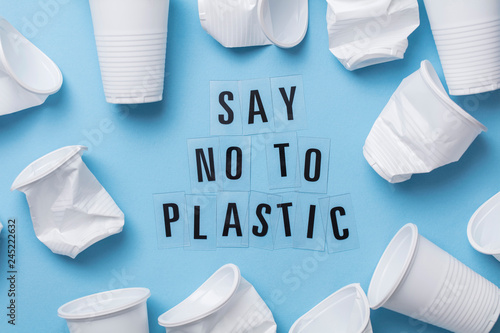 Fotomural  Say no to plastic message with a single use cup