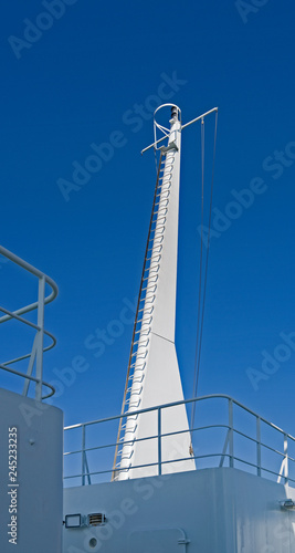 Seafaring: Signal mast with crown nest on a small RoRo