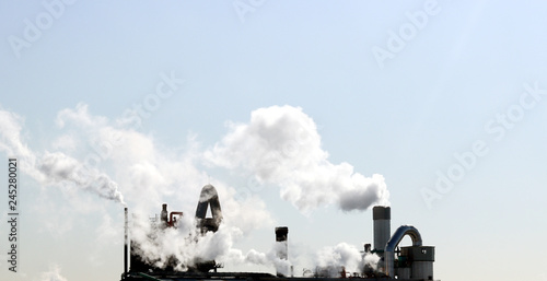 Fotografia, Obraz  The factory is emitting smoke.