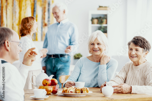 Senior Meeting People.com