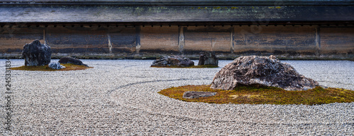 Photo sur Plexiglas Zen pierres a sable 京都 龍安寺 石庭
