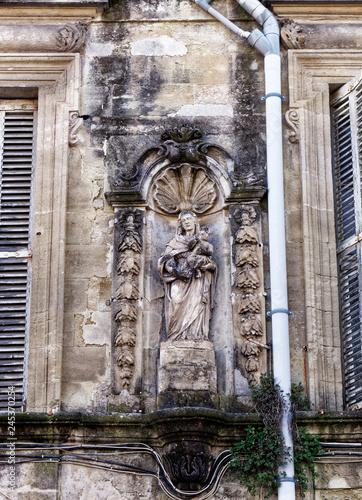 In de dag Historisch mon. Statue vierge Marie