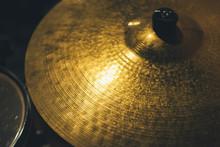 Golden Disc Hat Background
