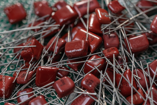 Valokuva Electronic components, Lots of red film capacitors on PCB background