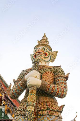 Fotografía  Giant sculpture in Wat Phra Kaew