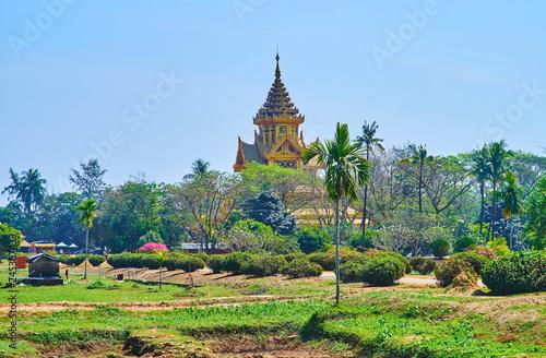 Deurstickers Asia land Pyatthat roof of the Bee Hall, Kanbawzathadi palace, Bago, Myanmar