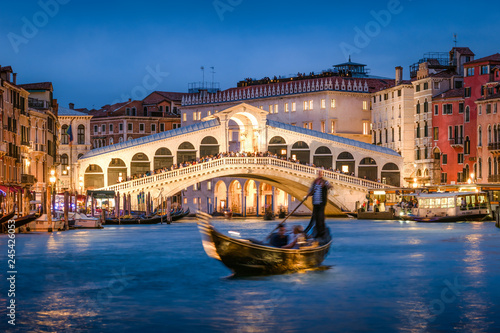 Photo sur Toile Gondoles Rialtobrücke in Venedig, Italien