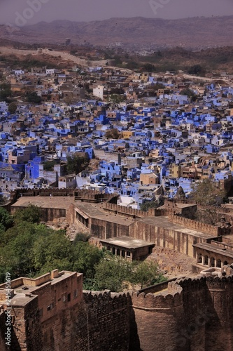 Deurstickers Asia land Vue sur la ville de Jodhpur ou aussi appelée la ville bleue depuis le Fort de Mehrangarh qui la surplomple