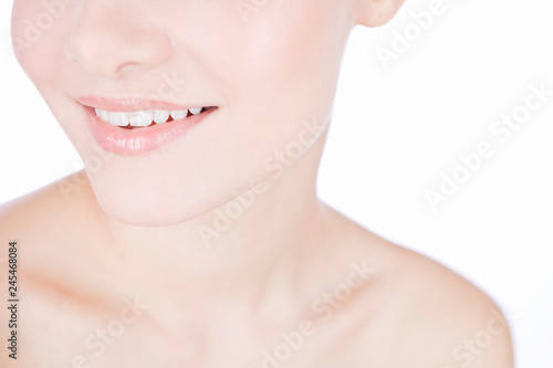Fotografía  Studio beauty shot with young smiling woman with perfect teeth