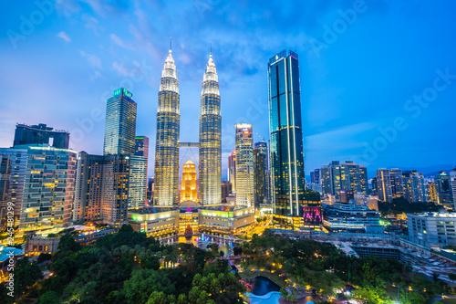 Photo Stands Kuala Lumpur Beautiful architecture building exterior city in kuala lumpur skyline