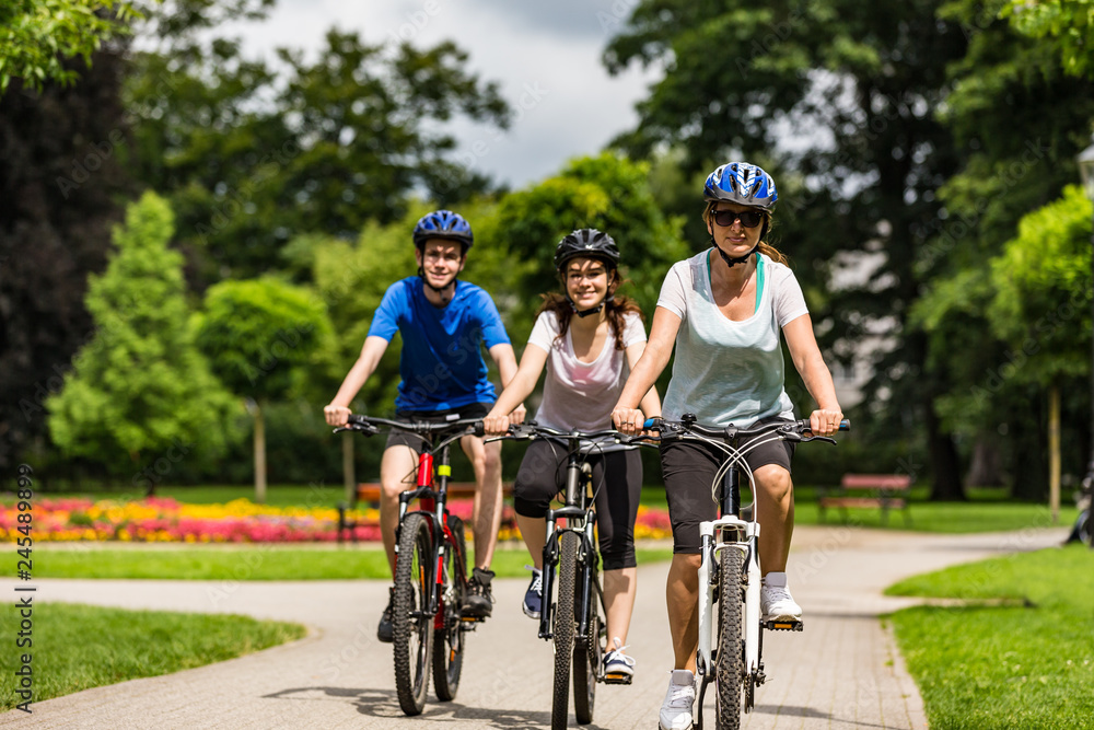 Fototapety, obrazy: Healthy lifestyle - people riding bicycles in city park