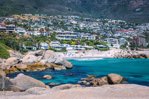 In de dag Australië View of Camps bay district with beautiful beach in Cape Town, South Africa