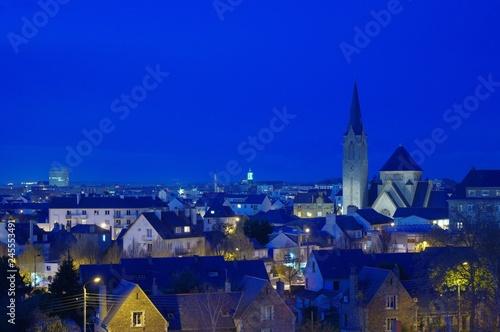 La pose en embrasure Bleu fonce Nuit sur la ville
