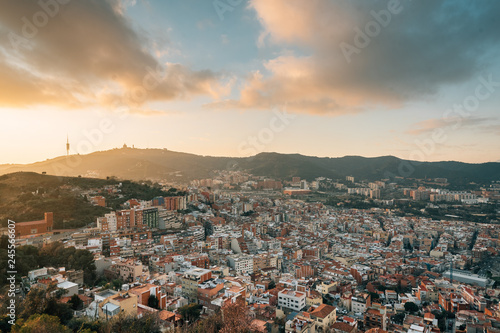 Foto auf AluDibond Barcelona Sunset view from Bunkers del Carmel (Colina de la Rovira), in Barcelona, Spain