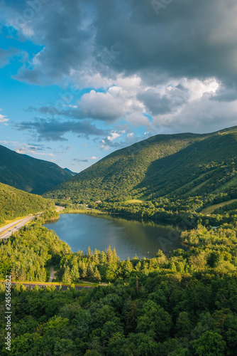 Tuinposter Centraal-Amerika Landen View of Echo Lake from Artist's Bluff, at Franconia Notch State Park, in the White Mountains, New Hampshire