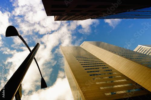 Fotografie, Obraz  Centro della città di Montreal, vista dal basso dei grattacieli