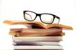 canvas print picture - Bücherstapel zum Studieren mit einer schwarzen Brille darauf