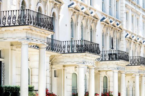 Photo  London, UK Street road Chelsea Kensington with terraced housing balconies buildi
