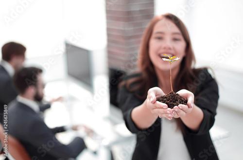 Valokuvatapetti female environmentalist showing fresh sprout