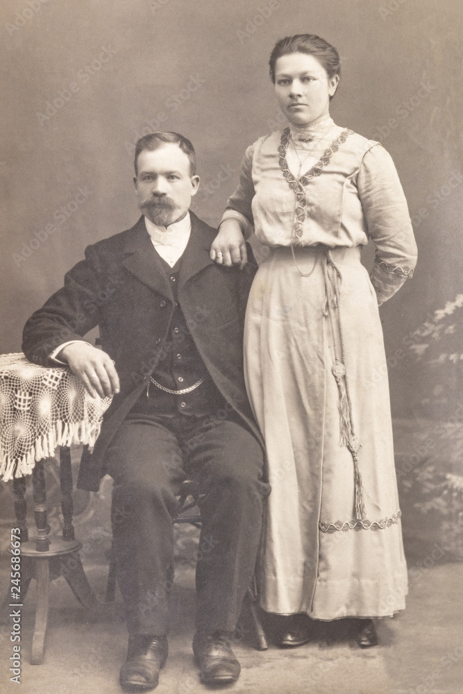 Fototapety, obrazy: RUSSIA - CIRCA 1905-1910: Shot of married couple in studio, Vintage Carte de Viste Edwardian era photo