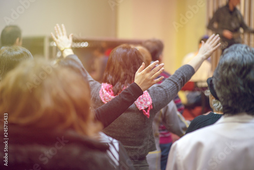 Foto Christian congregation worship God together
