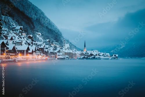In de dag Centraal Europa Twilight view of Hallstatt in winter, Salzkammergut, Austria
