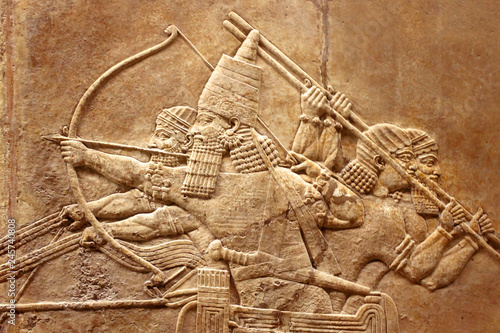 Fotografiet  Assyrian relief on the wall