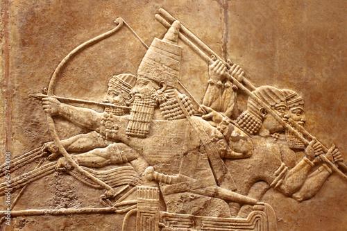 Cuadros en Lienzo  Assyrian relief on the wall
